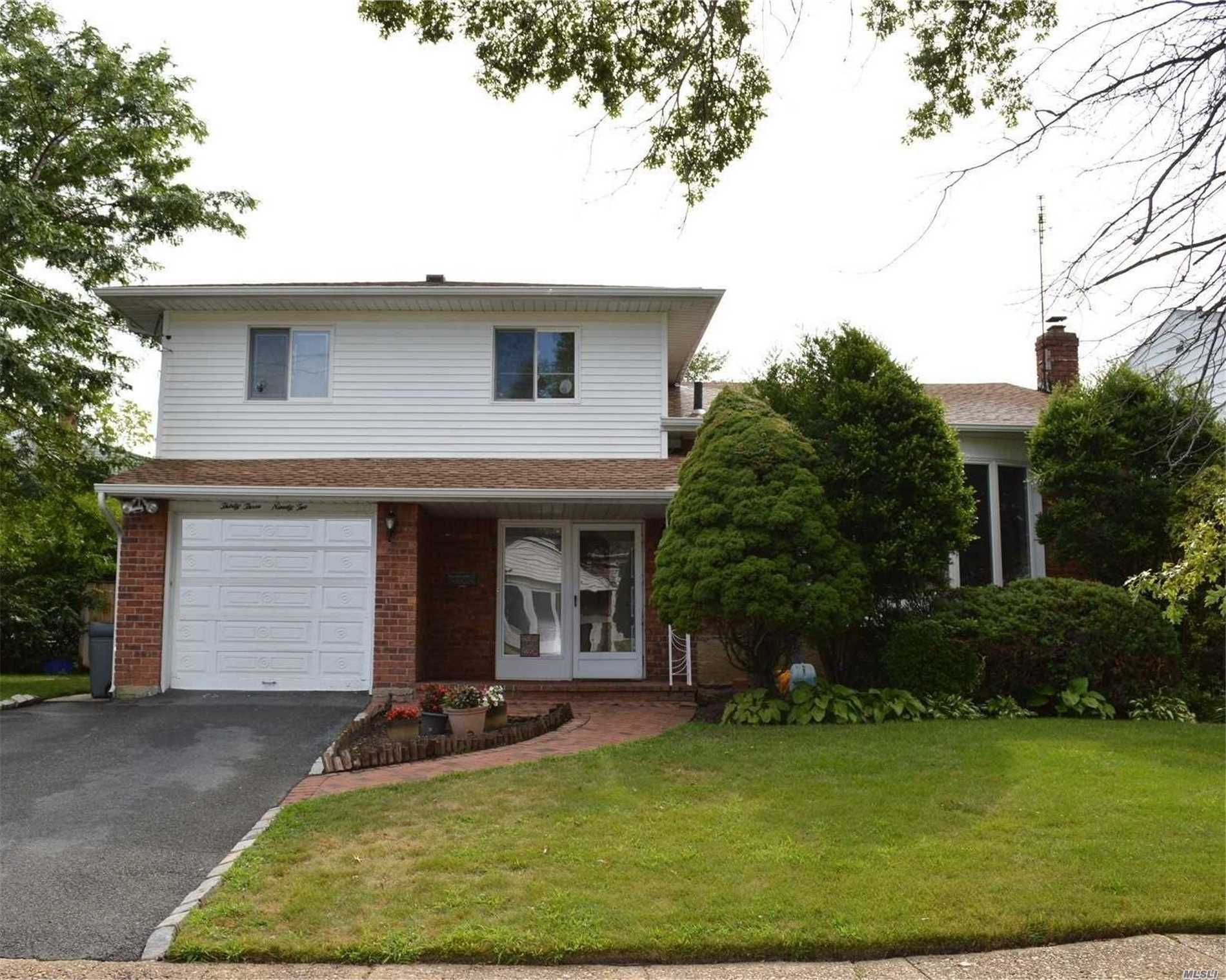 Contemp. Expanded Split, 4 Bedrooms, 2.5 Baths, Eik With Stainless Steel Appliances And Sky Light, Sliding Glass Doors Leading On To The Deck, Large Formal Dinning And Living Room, Full Finished Basement With 2 Huge Walk-In Closets, Laundry Room, 1 Car Att. Garage, Ing. Sprinkler System.
