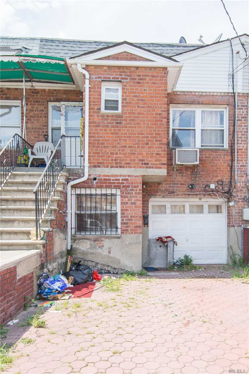 Location, Location & Location 2 Legal Family Brick House And Close To All