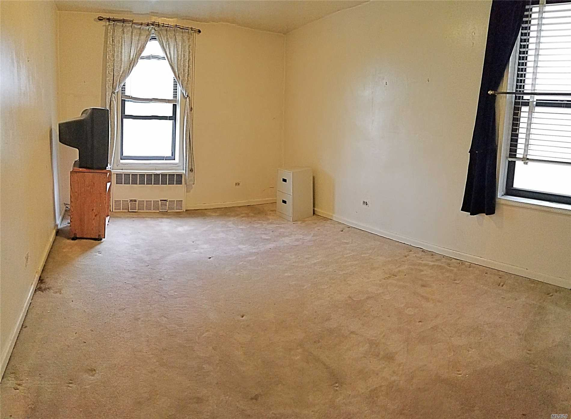 This Cooperative Apartment Offers 3.5 Rooms. Perfect Layout Nice Size One Bedroom, Living Room, Eat In Kitchen, Bathroom, Foyer. Laundry On Site. Convenient Location Close To Transportation 7 Train And Buses. Easy Commute To Manhattan.