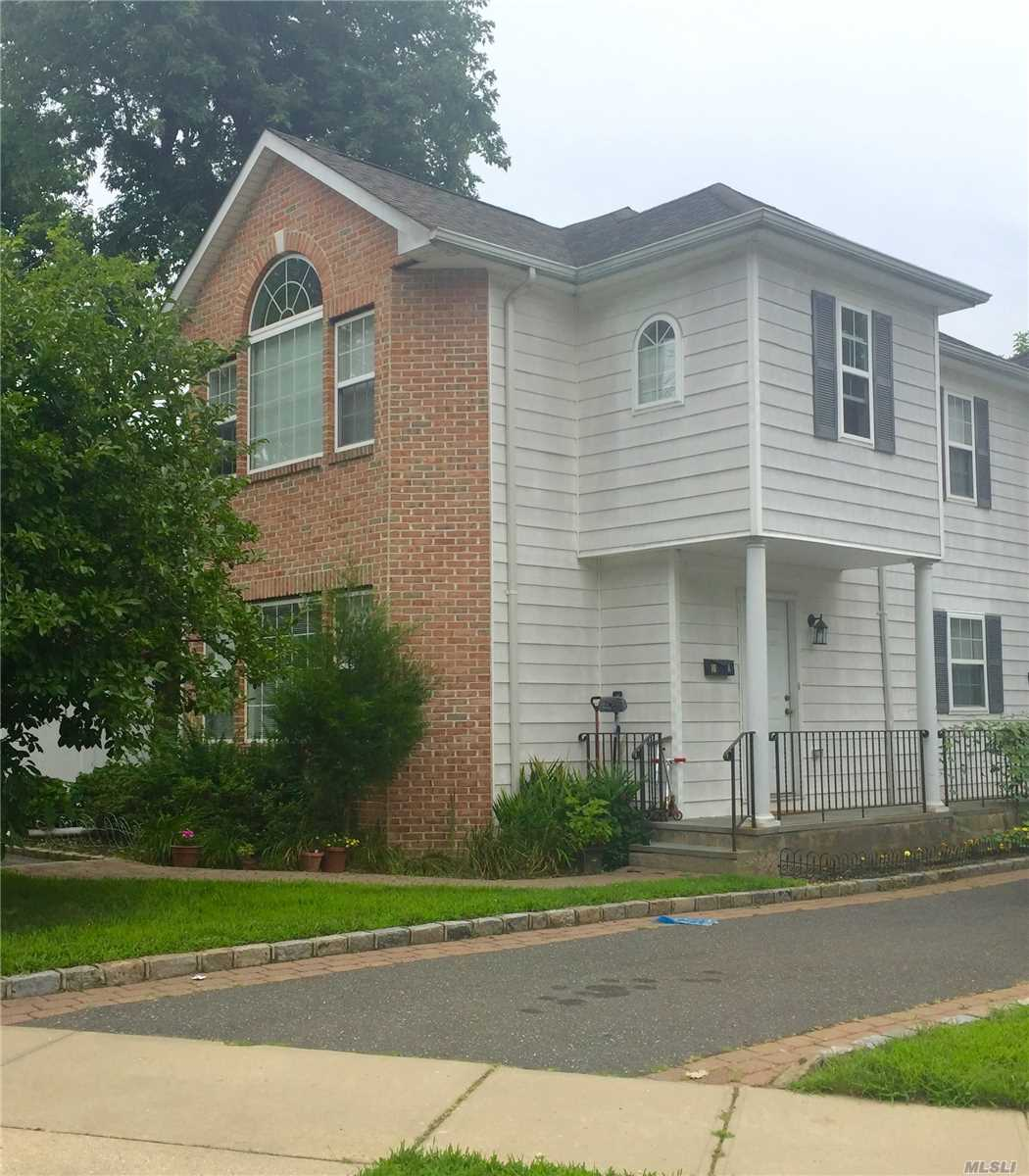 Lux Duplex With Large Eat In Kitchen, Full Dining Area, , Large 3Brs, 2.5 Bath, Full Finished Basement, Close To Park, Marinas, Fenced Side Yard Is Perfect For Bbq Party,  1 Large Or Small 2 Cars Parking, 2 Years Lease Minimum, Oct 1 Occupancy.