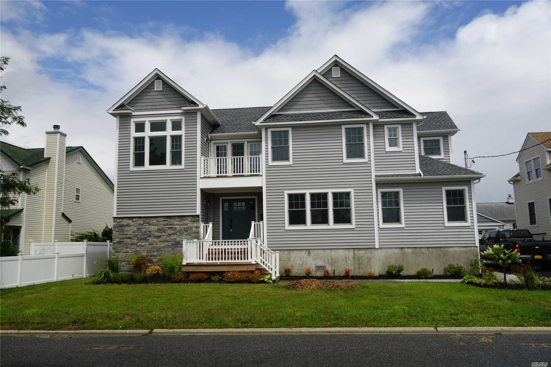 Beautiful New Construction Home Built With Open Floor Plan. Perfect For Entertaining. Be The First To Live In This Well Appointed House That Has Every Detail Completed. Totally Fema Compliant. New Construction Warranty.