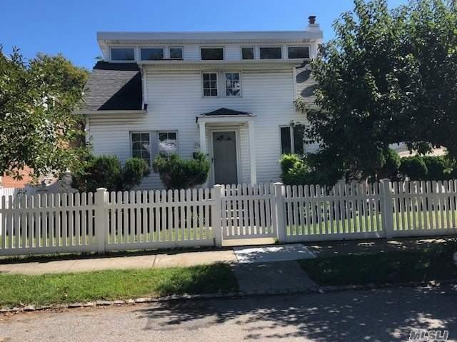 Excellent Conditioned Beautiful House In R3A Zoning Area, 2 Cars Garage , Nice Kitchen W/Granite And Marble Cook-Top, Nice 3 Bedrooms And 2 Full Bathroom.