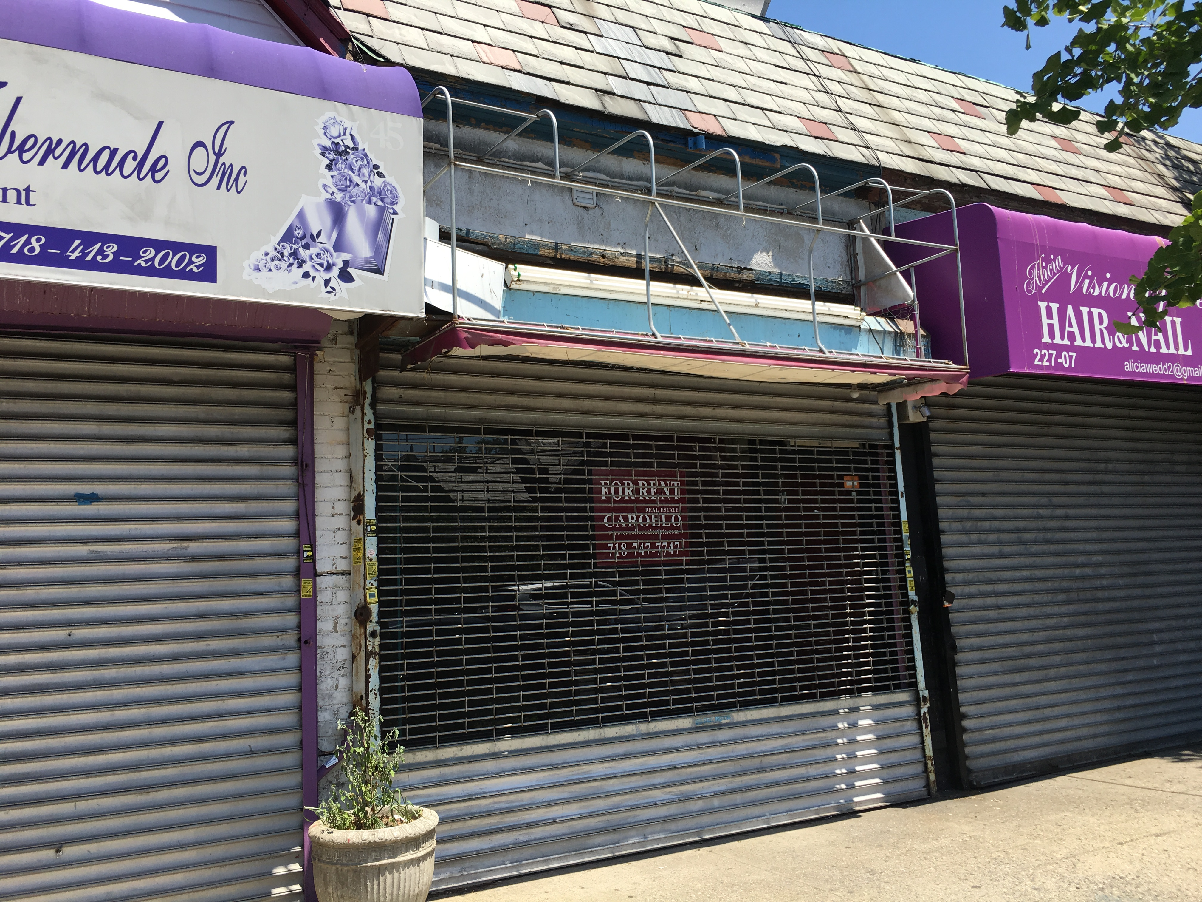ID#: 1298642 Commercial Property Available For Rent In Cambria Heights. 900 Interior Sq Ft. With 1 Full Bathroom And Full Finished Basement.Great Location Close To Transportation! Heavy Foot Traffic. Great Opportunity. Other Stores Also Available. Why Go Anywhere Else?
