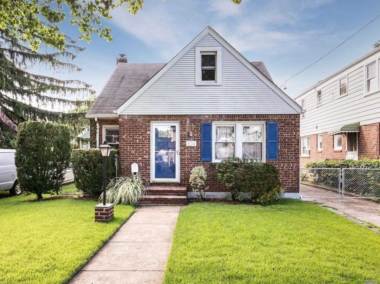 Great 4 Bedroom Cape In Village Of Floral Park. Low Tax's!