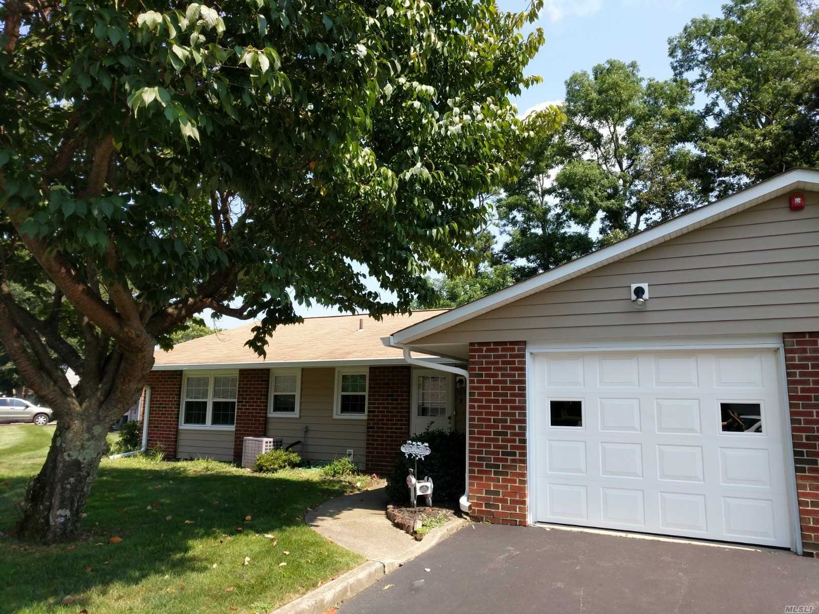 Spacious, Bright & Lovely 2 Bedroom, 2 Bath Winfield Model, Great Location, Additional 3 Season Room With Outside Entrance.Move In Ready 55 Years And Over Community