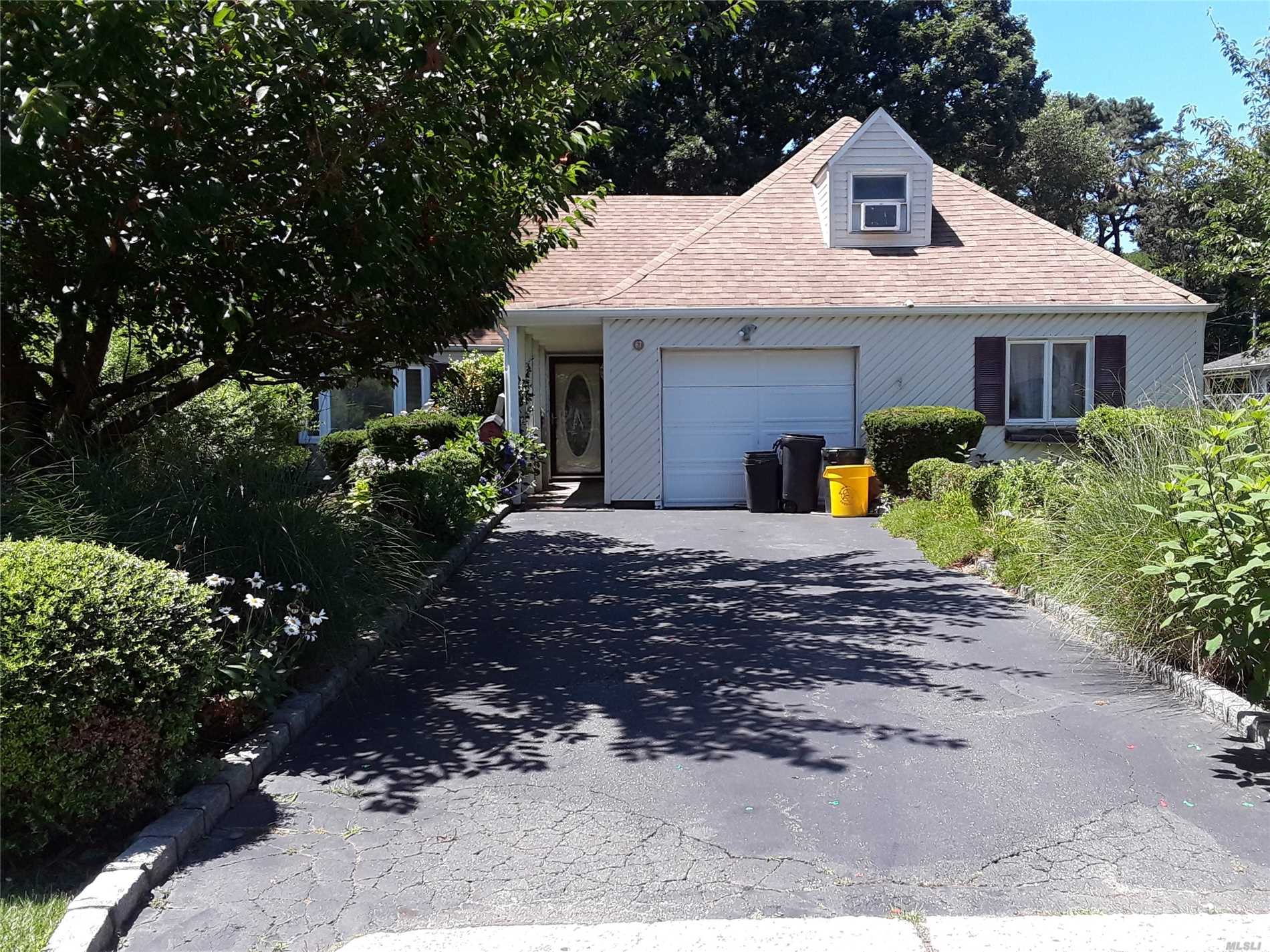 Beautiful 3 Bedrooms 3 Full Bath Home..With In Ground Pool And Fenced Back Yard 1 Car Garage.