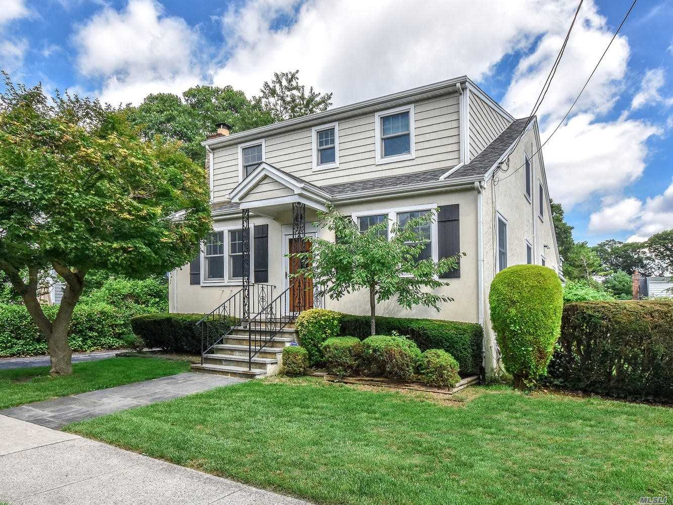 Well Maintained Charming 4/5 Bedroom Colonial On Quiet Street Yet Very Accessible To All. Home Offers Large Rooms With High Ceilings And Hardwood Floors On First Floor. Master Can Be On Main Floor Or Second Floor. Den Off Kitchen W/Laundry Room. Upstairs Has 3/4 Bedrooms And Bath.