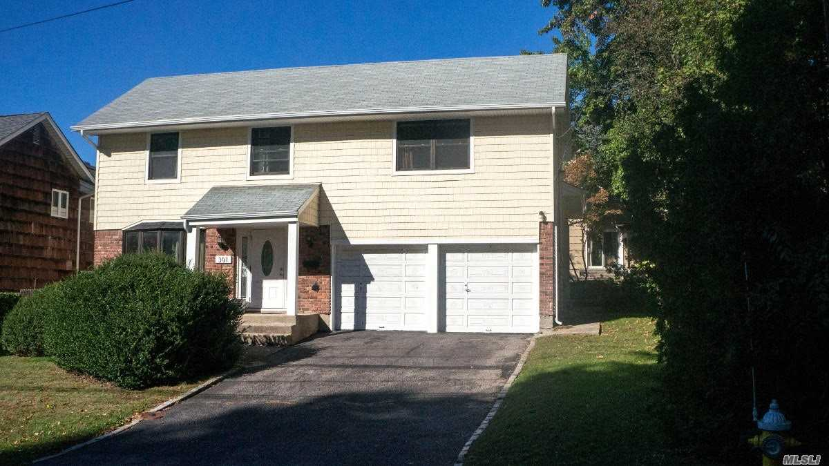 Excellent House. Very Private And Quiet. Convenient Location. Close To Lirr And Buses. Excellent School District.