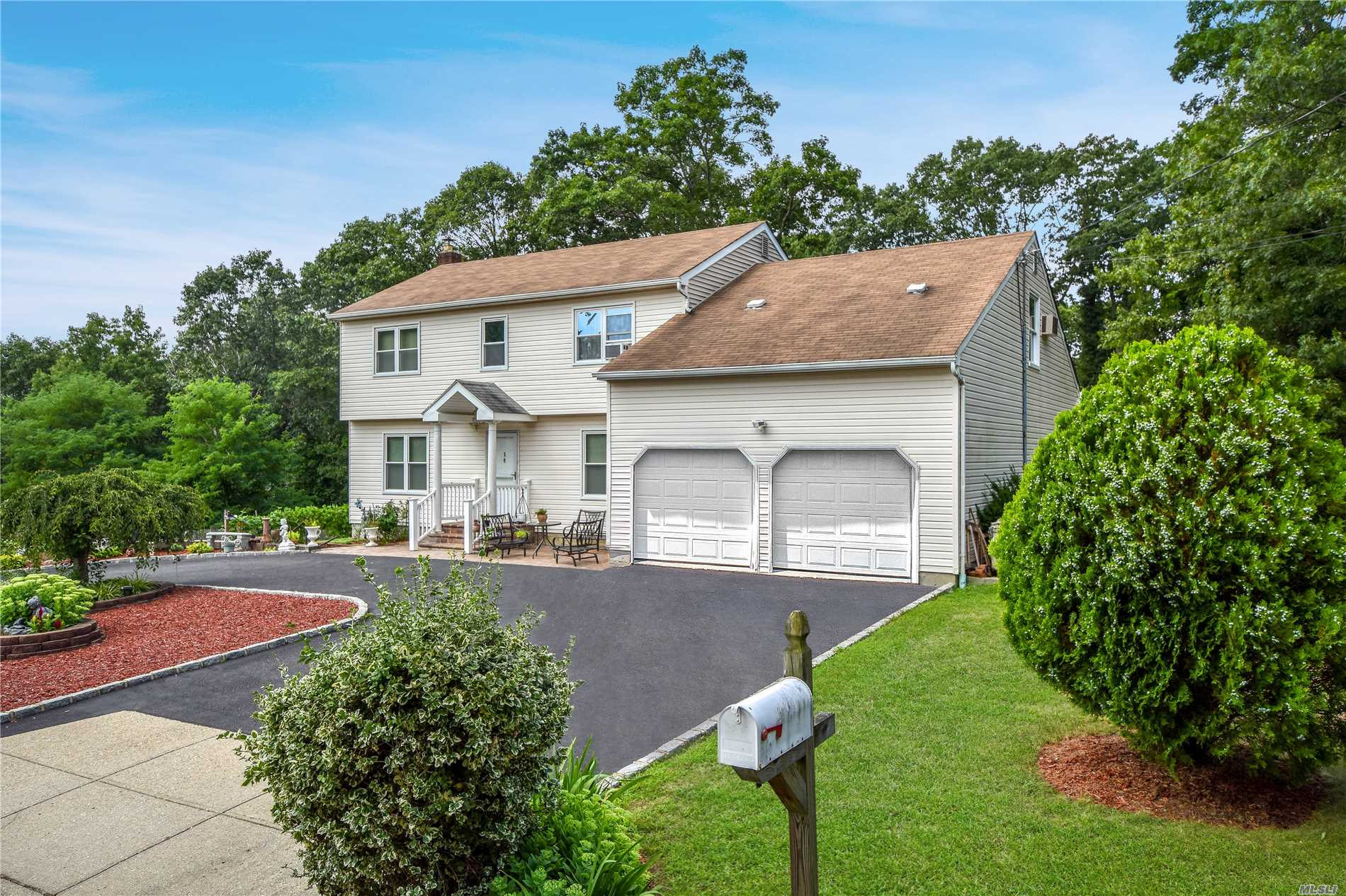 Room For Mom - Well Maintained 4 Bed/3.5 Bath Colonial On A Quiet Cul-De-Sac In The Half Hollow Hills School District. Hardwood & Ceramic Floors, Flr, Fdr, Eik, Updated Bathrooms, Gas Heat, Mast Br With Wic, Large Br On 2nd Level. Basement W/ Ose On Ground Floor Level. Very Spacious! Sliders To Deck, 2nd Deck On Lower Level, Manicured Yard, 1.5 Car Garage Can Be Easily Converted Back To 2 Car Garage.