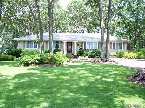 Great Smithtown Pines Location With Pines Elementary/Large Flat Yard
