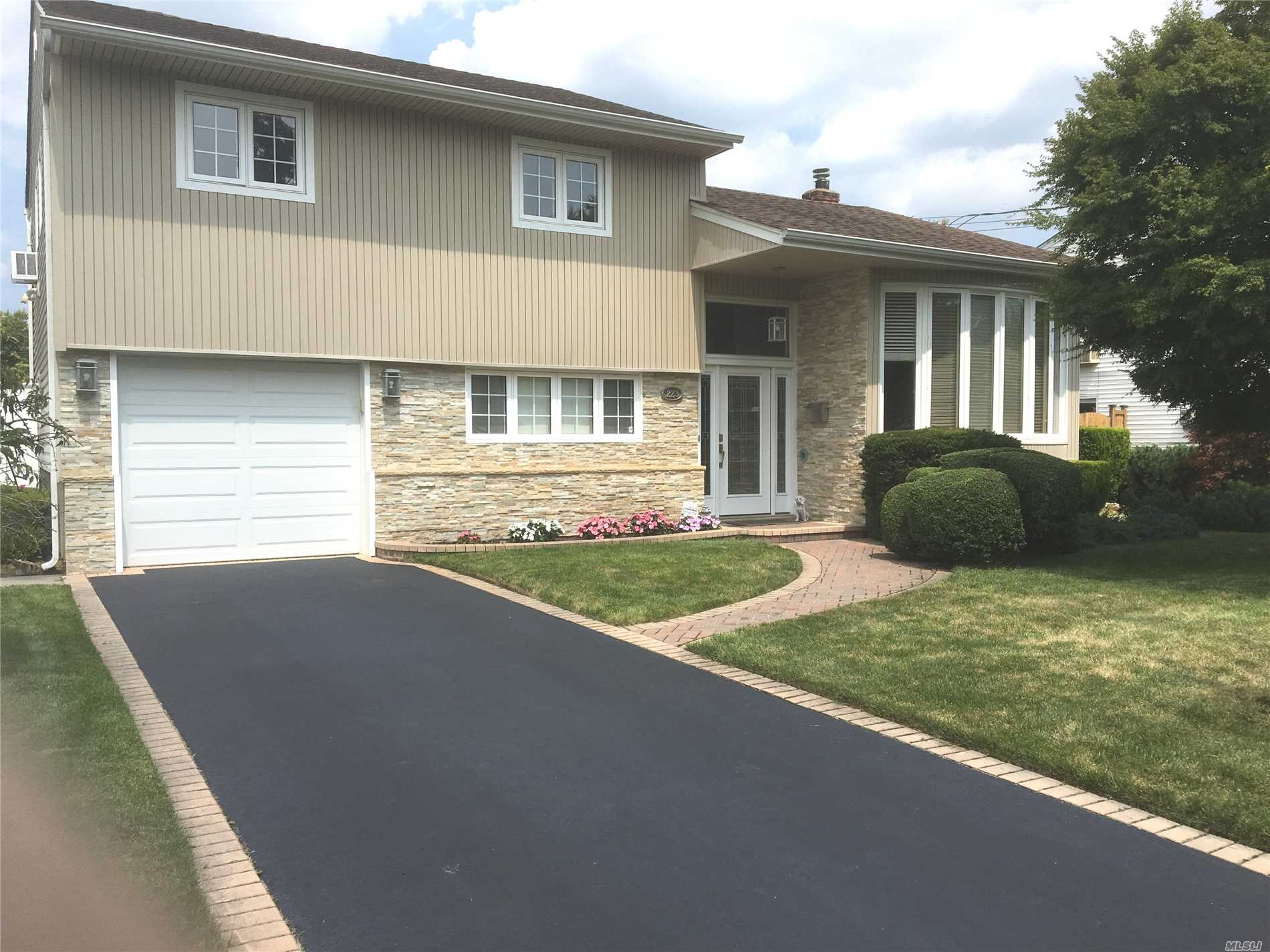 Great Updated Split With, New Stone Front/Siding, New Front Door/Window, New Main Bath, New Cac, Gas Tank Less Hot Water, Garage Door/Opener.Updated Kitchen/Sliding Doors, Windows, 2nd Bath, Crown Molding, S/S Appliances, Blacktop Driveway, Nice Layout, Low Taxes, Come See!