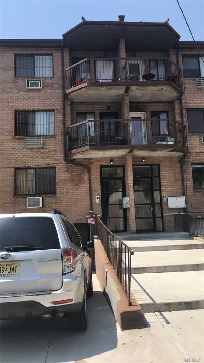 Beautiful 1 Bedroom Apartment In The Heart Of Maspeth. Walking Distance To Laundromat, Deli, Bank, Schools, Restaurants, Pharmacies, Dollar Stores, And Library. Close Proximity To Queens Midtown Expy As Well As The Q18 Bus Stop.