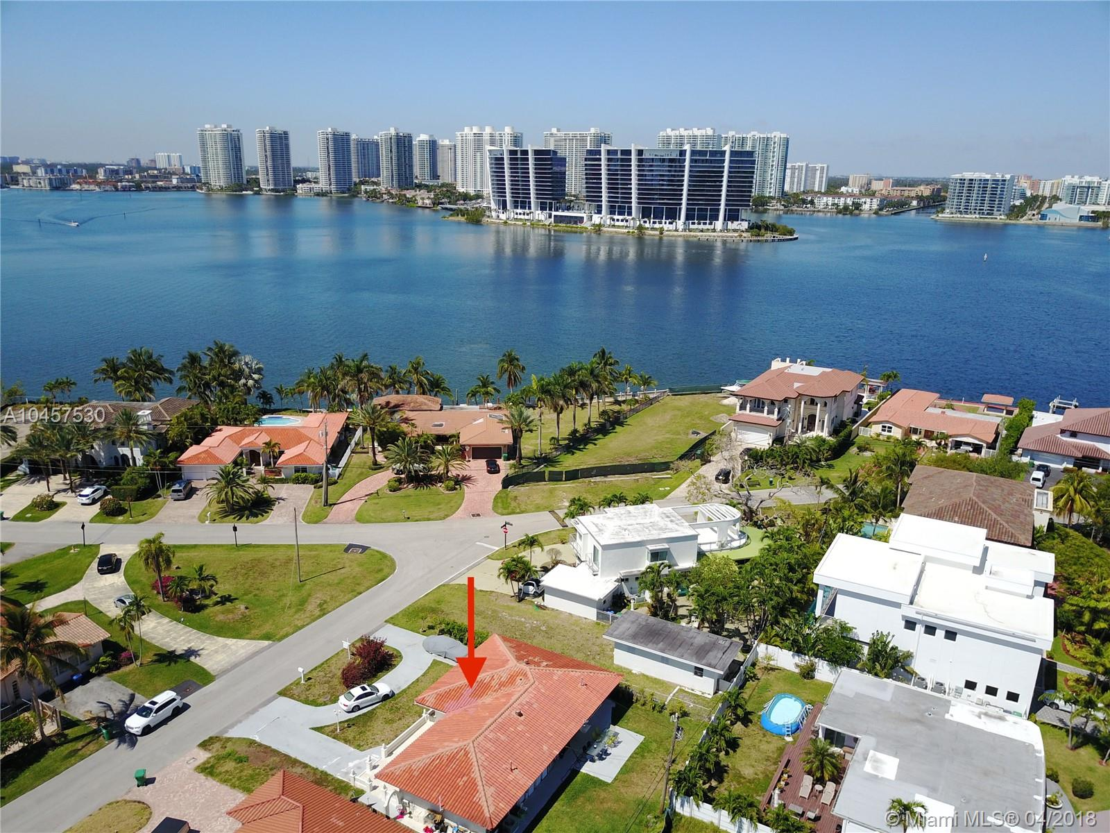 Premier Lot Location Facing The Intracoastal. Spacious Home With Two Efficiencies. Great Income Producing Opportunity. Across The Street From The Ocean. Walking Distance To High-End Restaurants And Shops. Minutes From Fort Lauderdale Airport, South Beach, Houses Of Worship, And Aventura Mall. A+ Rated Schools.