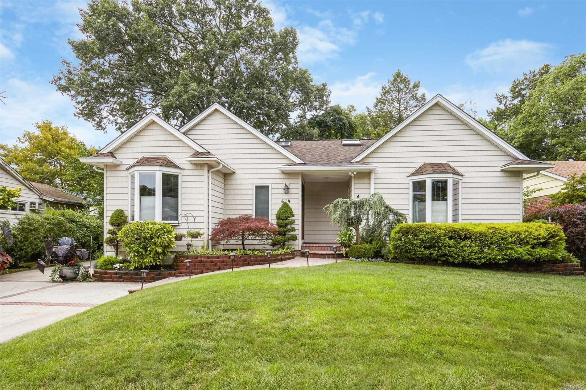 Like New! Stunning 3Br 3Bath Exp.Barnum Wood's Ranch Is The Cream Puff You've Been Looking For! Gourmet Ext Eik Has Cherry Cabinets, Granite, Gleaming Ss Appls, Double Wall Oven & Sinks. Designer Baths. Eh & 2 Bths W/Heated Flrs. Gorgeous Cath Skylit Great Room W/Heatilator Fireplace Pella Slider To Deck & Outside Entertaining! Lovely Lower Level Family Room, Full Bth, Wood-Burning Stove, Cedar Closet. Updated Siding, Roof, Windows, Cac. Central Vac, Hi-Hat Lighting, 200 Amps & Igs. Low Taxes!