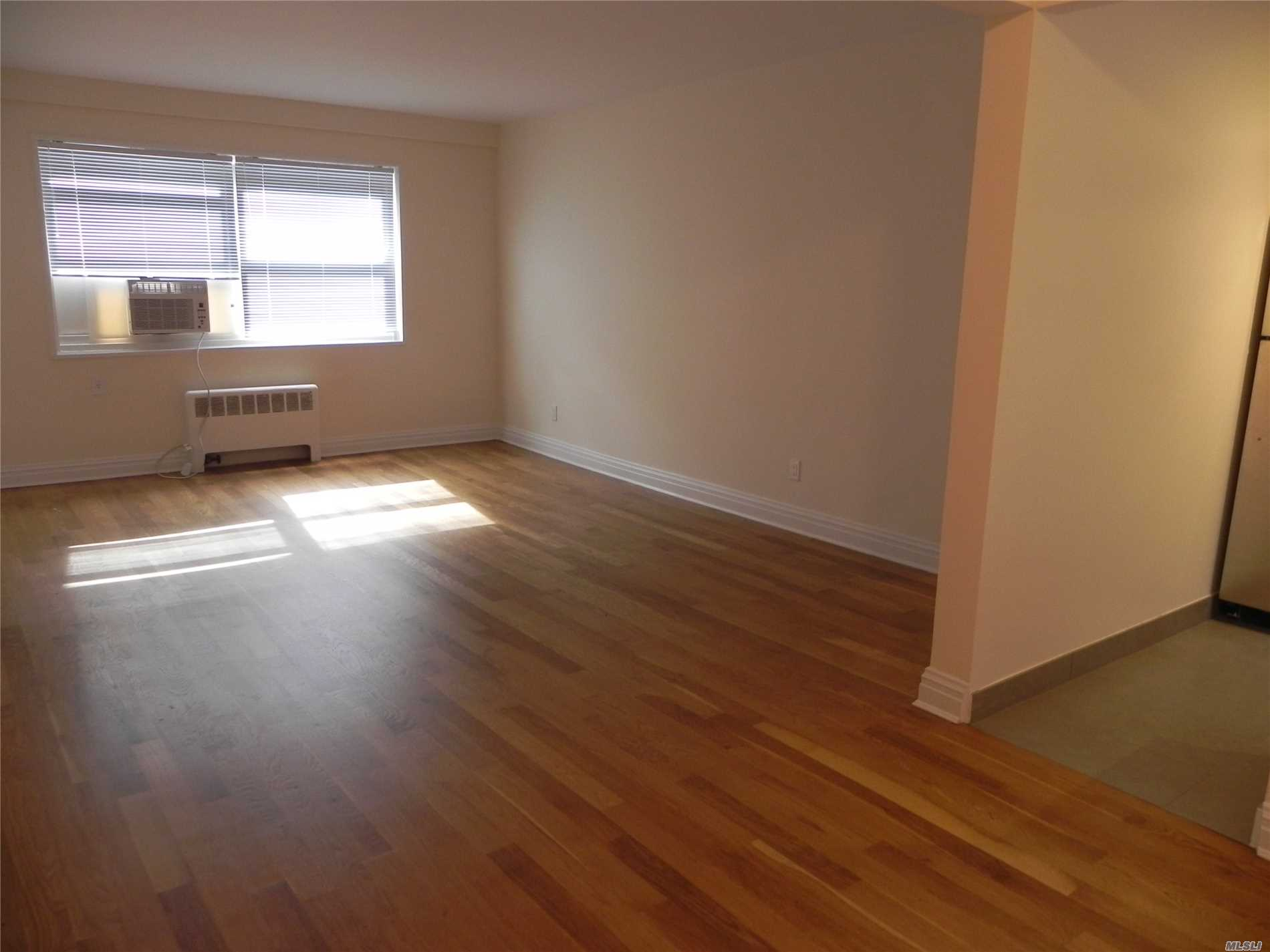 Great Neck. Large 1 Bedroom/1 Bath Apartment With Hardwood Floors Throughout, Beautiful New Bath And Renovated Windowed Kitchen (Stainless Steel Appliances, Gas Cooking, And Corian Counter-Tops). Heat Included. Parking Available (Additional $). In Very Close Proximity To Lirr, Shopping, Dining, And Much More.