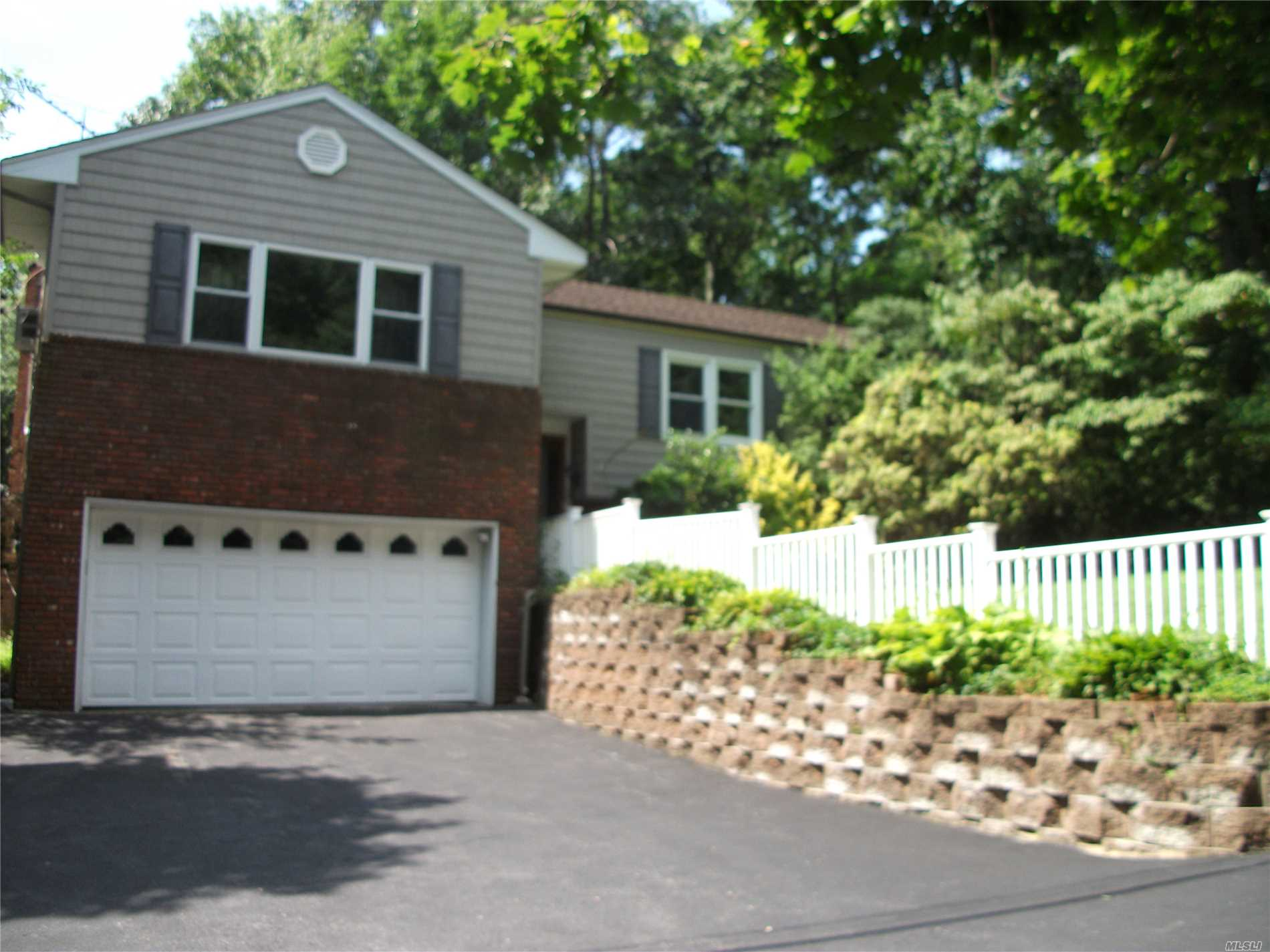 Great Value In Centerport! Blue Ribbon Harborfields Schools!!! Minutes To Water, Marinas And Hunt/Npt Villages. Large Home With Possible Acc. Apt With Proper Permits. 200 Amp Elec, Above Ground Oil Tank. New Front Walkway, 2 Car Garage. Quiet Country Court. No Thru Traffic.