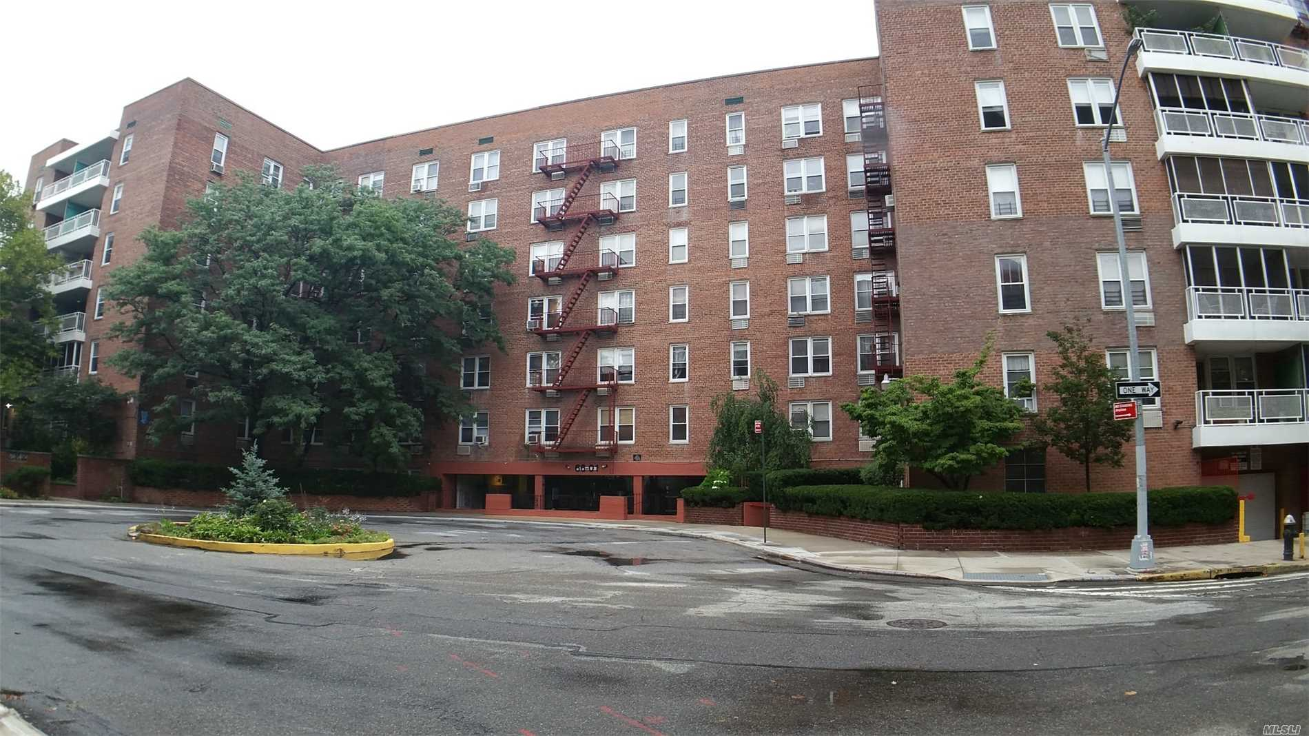 Large 1Br Co-Op On Cul Da-Sac On 4th Floor In Well Maintained Elevator Building With On Site Laundry Room And Parking Garage.Minutes To 67 Ave Subways & Lirr & Forest Hills Stadium. No Flip Tax & Cat Friendly With Low ($581)Maintenance. All Rooms With Windows Facing Rare Of Building.