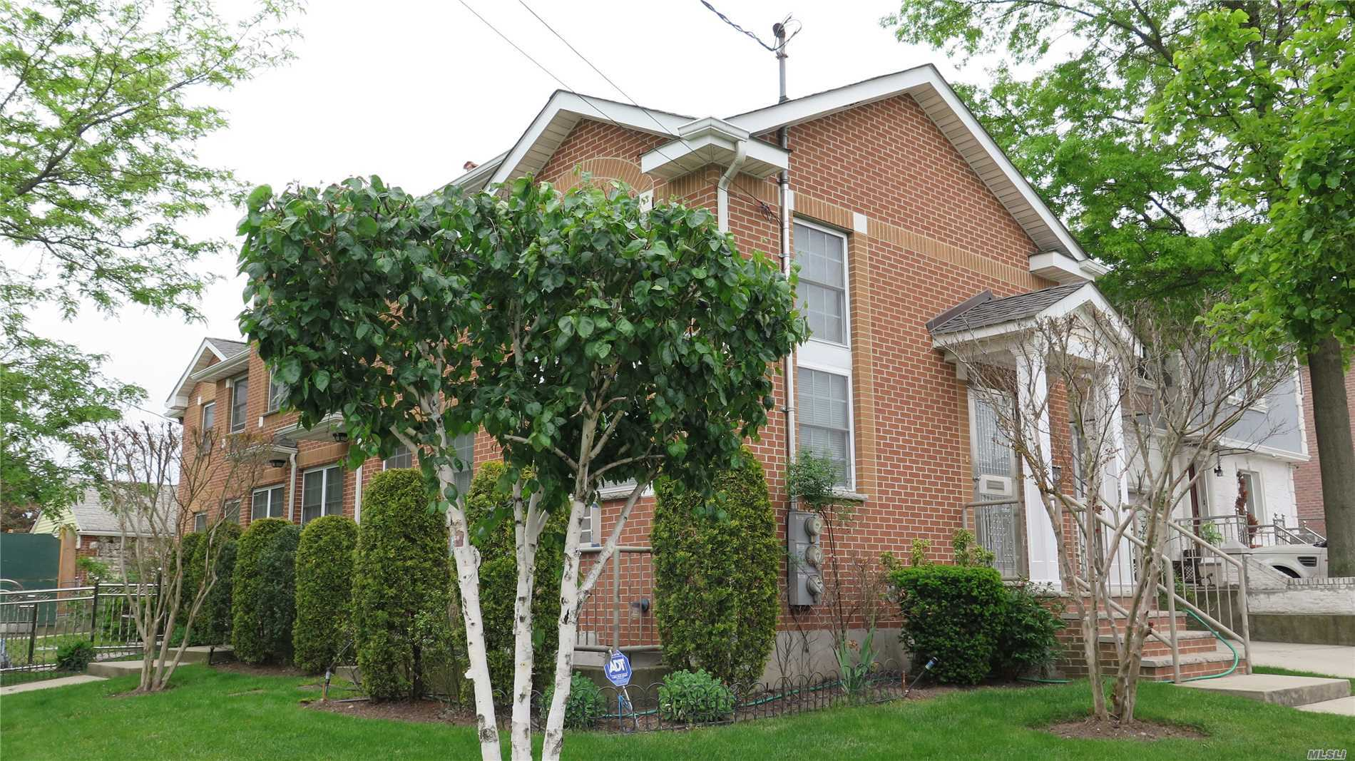Whole House For Rent-1st Flr-Lrge Living Rm -Kitch/Dine Area-2nd Flr-3 Bedrooms-Mstr Fbth & + Fbth & Balcony-Walkin Closets- *Included Basement And Laundry Room-Half Bth. *Includes 2 Parking Spaces-Walk To Kissena Park & Bus Stop To Main St. & 7 Train-To Ny Presbyterian Queens Hospital-No Pets Allowed-Near School-Supermarket-Golf Course-Tennis Ct-Jogtrail-Kidspark-Tenant Pays All Utilities Except Water**For 1st Year $150. X 12 Discount Applied To The 12th Month Last Rent If Lease Signed On 8/26.