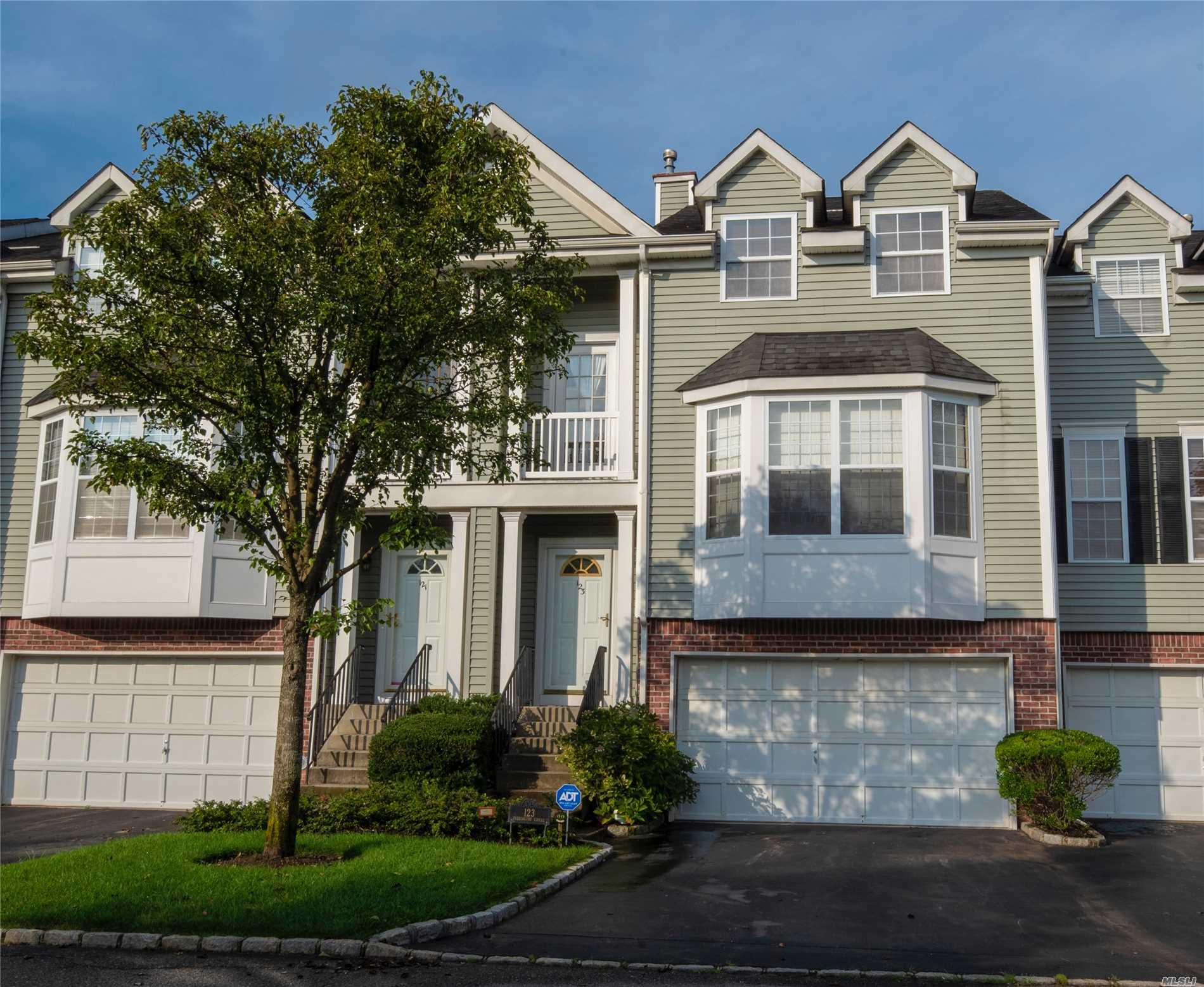 Windcrest Gated Private Community!! Townhouse Essex Model Offers Eik, Lr/Dr, Office, 3 Brs, Mbr W/Bath & W/I Closets, Basement, Cac, Freshly Painted, 2 Car Garage, Smithtown Schools, Must See!!!