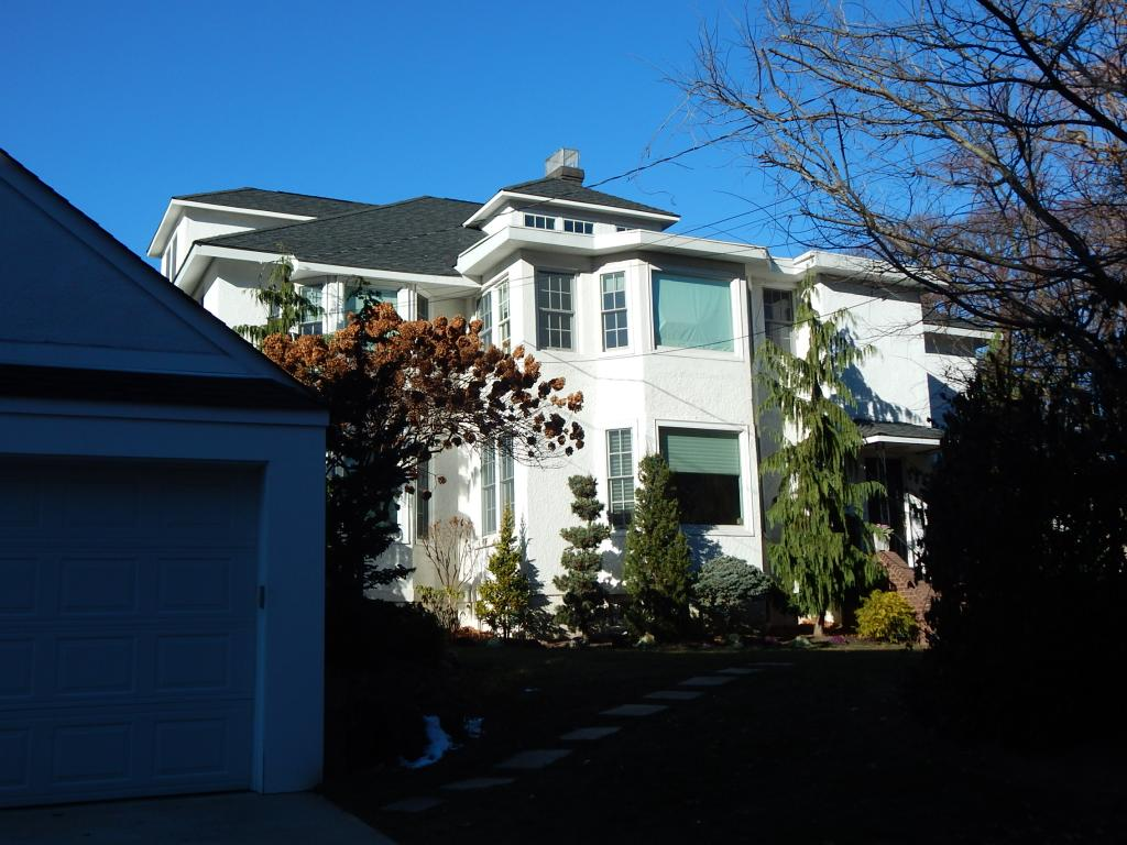 Gorgeous One Bedroom Duplex Available For Rent In Whitestone Features Living Room, Dining Room, Eat In Kitchen With Granite Counter Tops And Stainless Steel Appliances, And One Full Bath. Hardwood Floors Throughout, Includes Use Of Washer And Dryer. A Must See!
