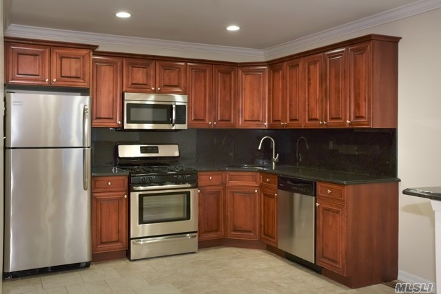 Central Air-Conditioned Luxury 1, 2 & 3 Bedrooms Some Duplex Style Apartments. New Eat-In-Kitchens, Dining Area, New Baths. Terraces. Lovely Park-Like Setting. Walk To Long Island Railroad And Shops. Convenient To Sunrise Highway, Montauk Highway & Southern State Parkway.