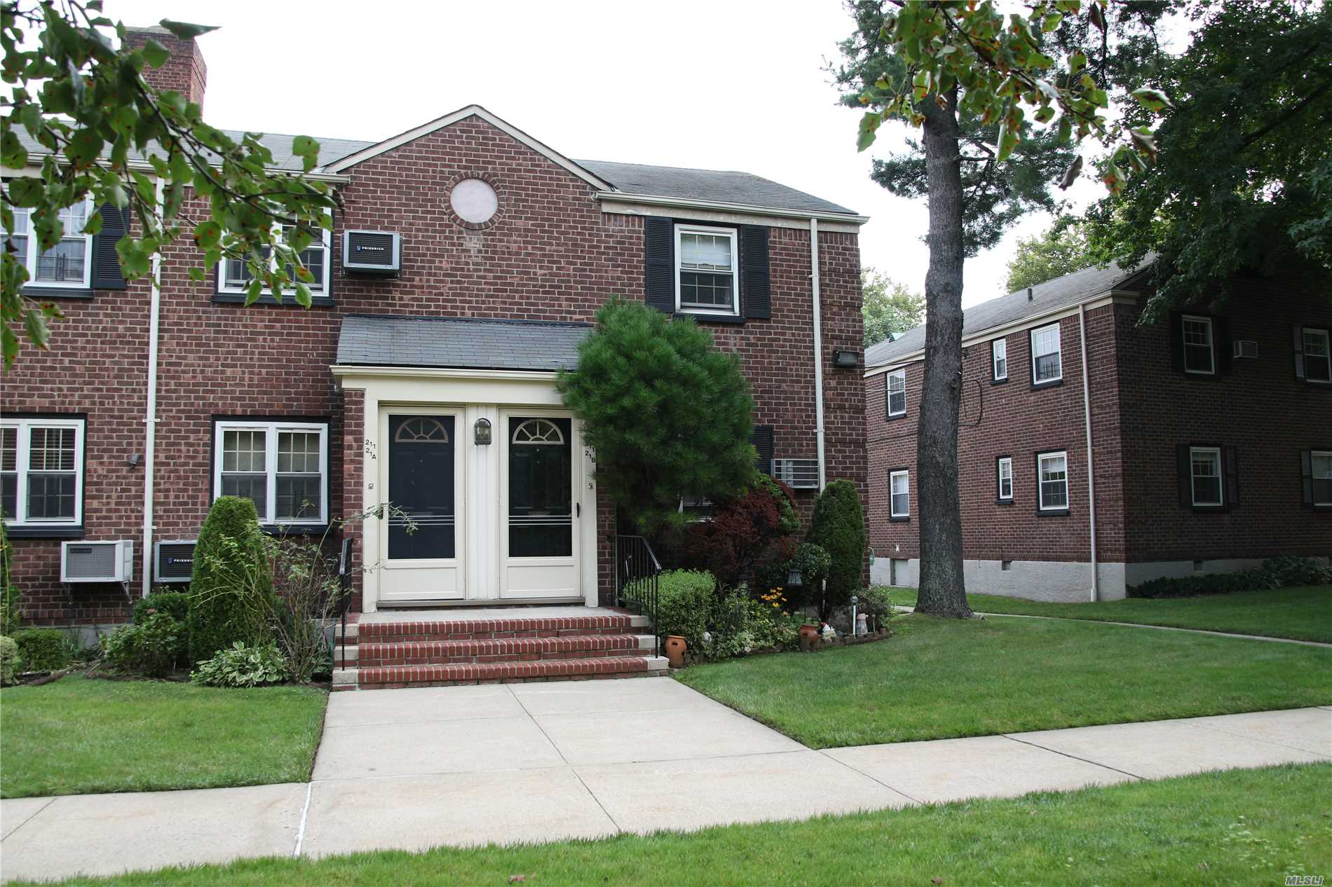 Spacious 2 Bedrooms Corner Unit In The Tranquil Courtyard Updated Kitchen & Formal Dining. Storage Plenty Of Space.