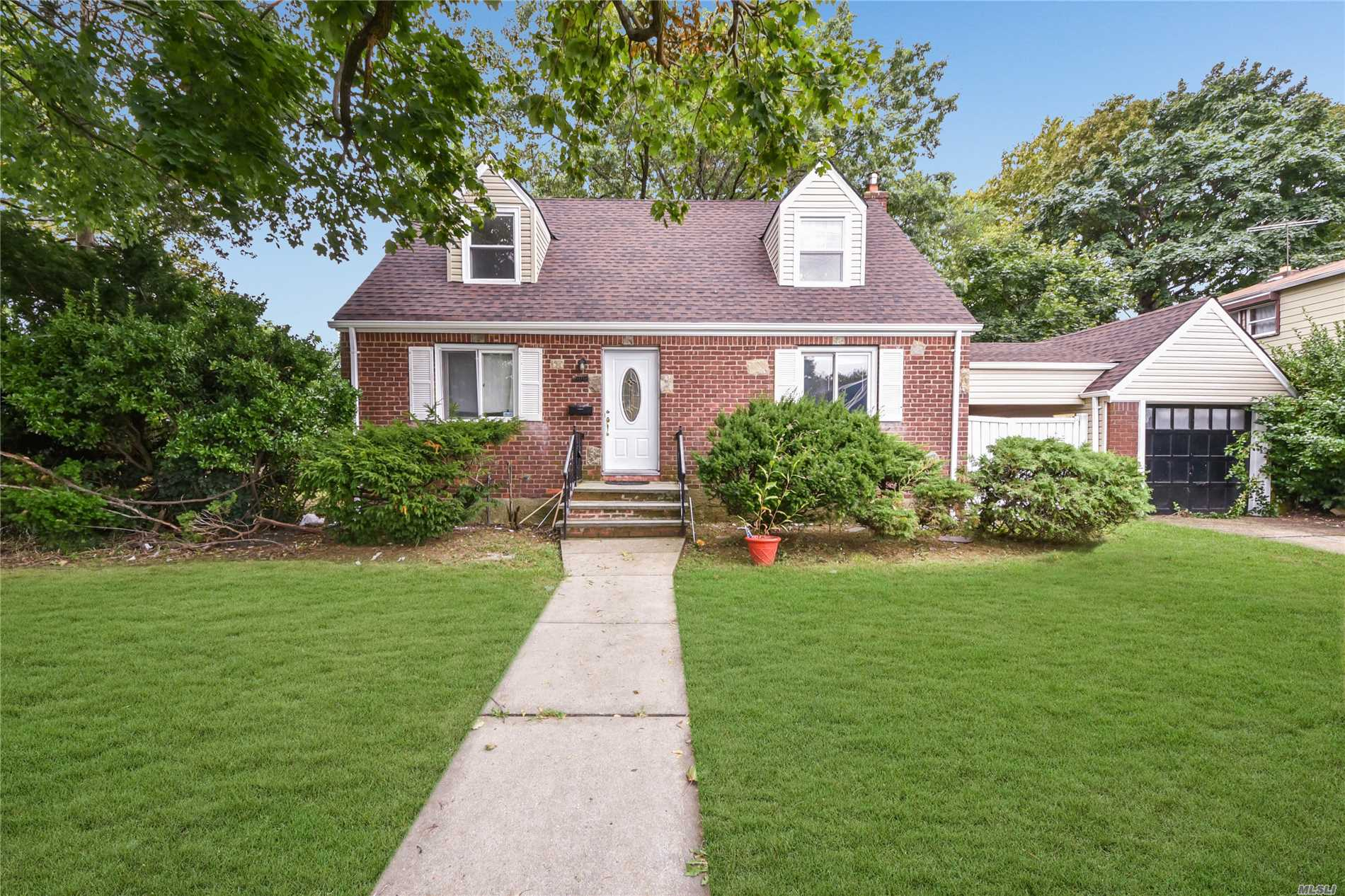 Uniondale. Beautifully Renovated Siding/Brick Home. Large And Sunny, Like New! New Bathrooms, New Kitchen, New Roof And Gutters. Central Ac, Gas Cooking. Full Finished Basement With High-Ceilings And Hardwood Floors! A Must See Home!