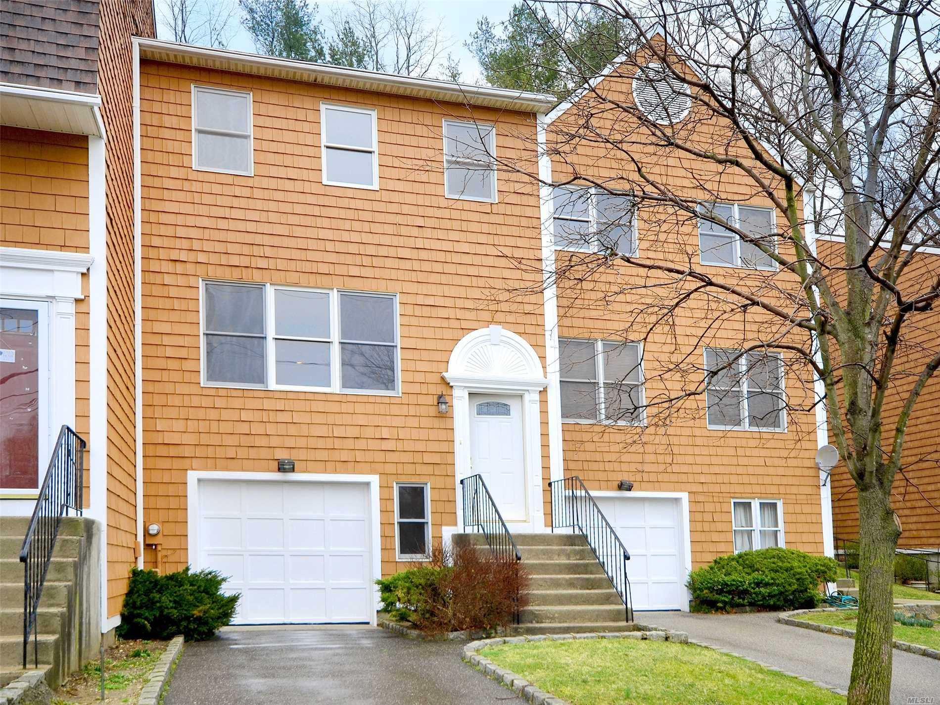 Lovely Sundrenched Townhouse Across From Pond And Park. Spacious Open Flow With Large Rooms. Basement, Storage And One Car Garage. What A Find!!
