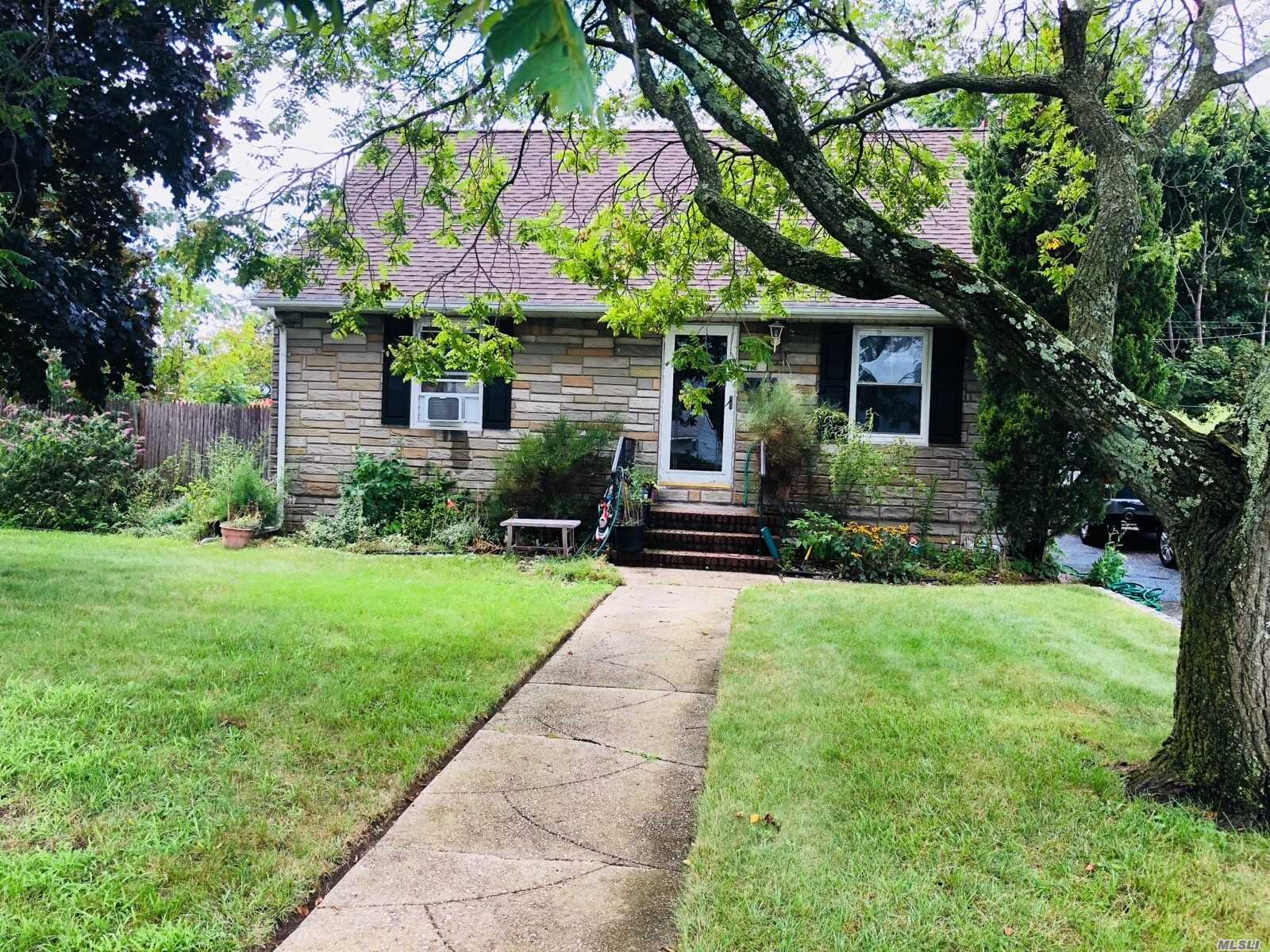 Double Lot Expanded Cape W 4Br, Hardwood Floors Through Out, Eik W Granite Counter Top, Ss Apl, All Year Florida Rm 20X24. Master On Main Floor W Jacuzzi Bath/Sep Shower. Full Basement W Full Bath And Outside Entrance, Possible Mother/ Doughter W Proper Permit, Island Tree School.