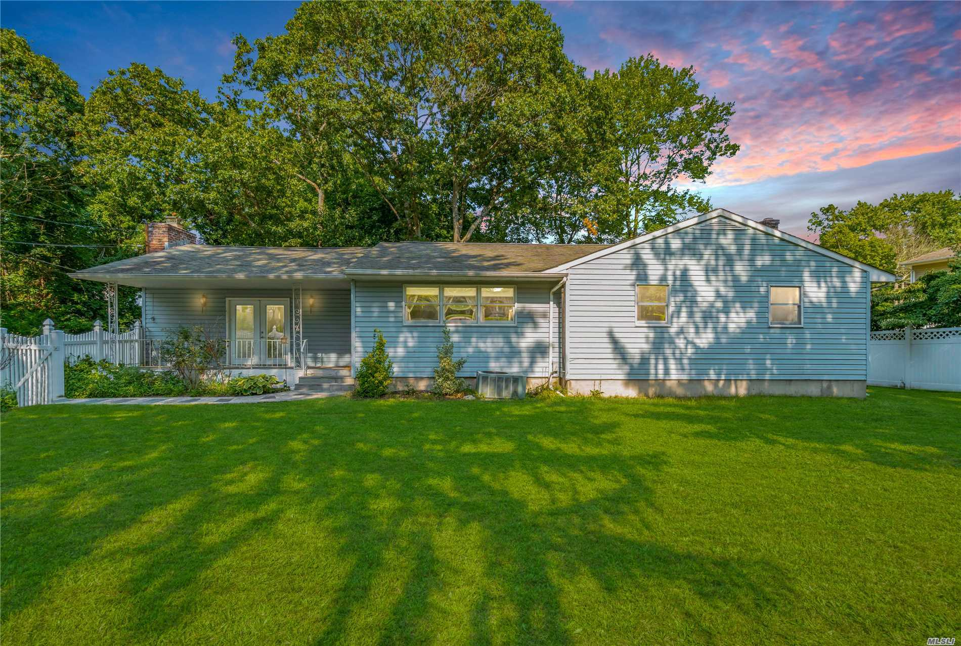 Beautiful 3 Bedroom Ranch With A Chef's Dream Kitchen. Large Den With Fireplace And Gorgeous Vaulted Ceiling. This House Boasts Central Air, Newly Redone Floors And A Huge Basement For Storage Or Conversion. Great Condition.