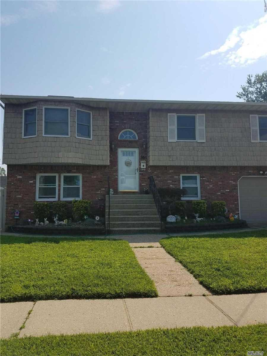 This Is A Charming 2 Bedroom Has A Large Eat In Kitchen, Living Room, 2 Bedrooms, Full Bath, And Patio. With Private Entrance And Central Air This Is A Must See!