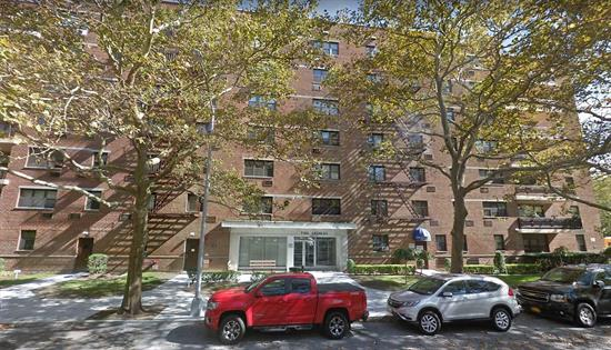 Excellent Condition Jr4 , 2Bedroom 1Bathroom, Hardwood Floors, Plenty Of Closet Space, Close To Shopping An Public Transportation Flip Tax $30 Per Share $15 Per A/C $7 For Refrigerator $15 For Parking Extra