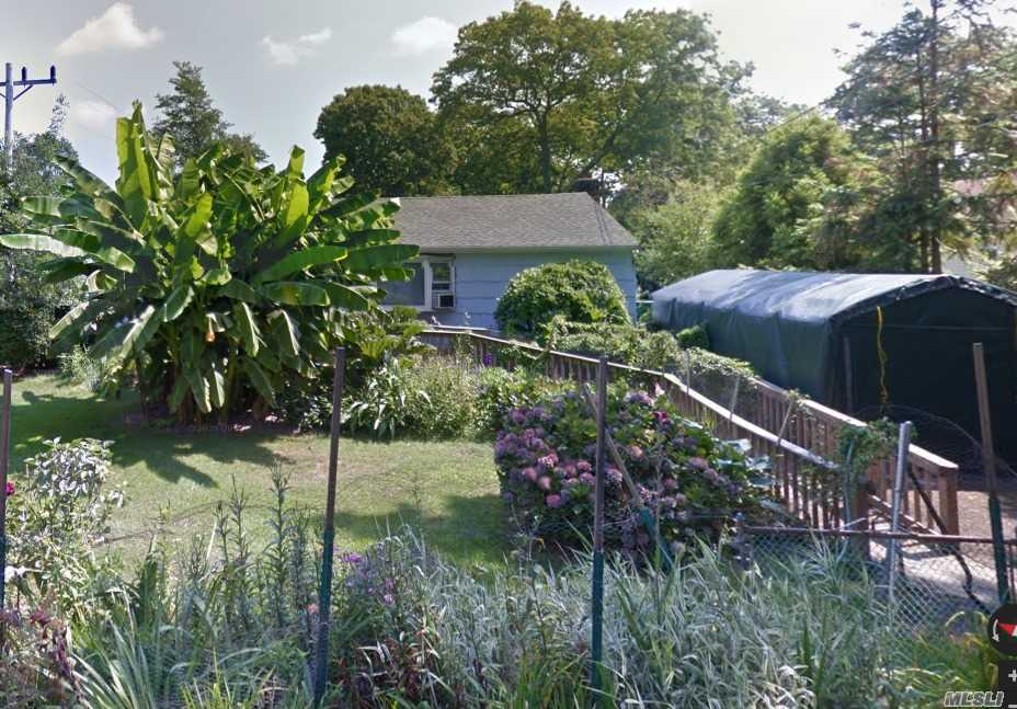 Two Bedroom Ranch, Handicap Accessible, Eik With Separate Dining Alcove. Gardener/Green Thumb? This House Is For You!