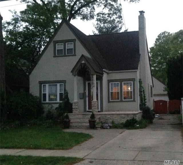 Lovely 4Br Home With Lots Of Character. Situated On A Quiet, Dead-End Block, Walking Distance To Shopping, Schools And More. Minutes From The Lirr, Easy Commute To Nyc.