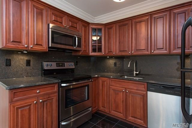 Nestled In A Country Setting, W/ Beautiful Landscaping, Private Entries, One Bedroom Apartments & Villa Style One Bedroom W/ Den Apartments Available, Washer & Dryer. Spacious Kitchens W/ Dishwasher & Dining Room.Conv. To Suny At Stony Brook, Hospitals, Lirr, Shopping & Historic Port Jefferson.