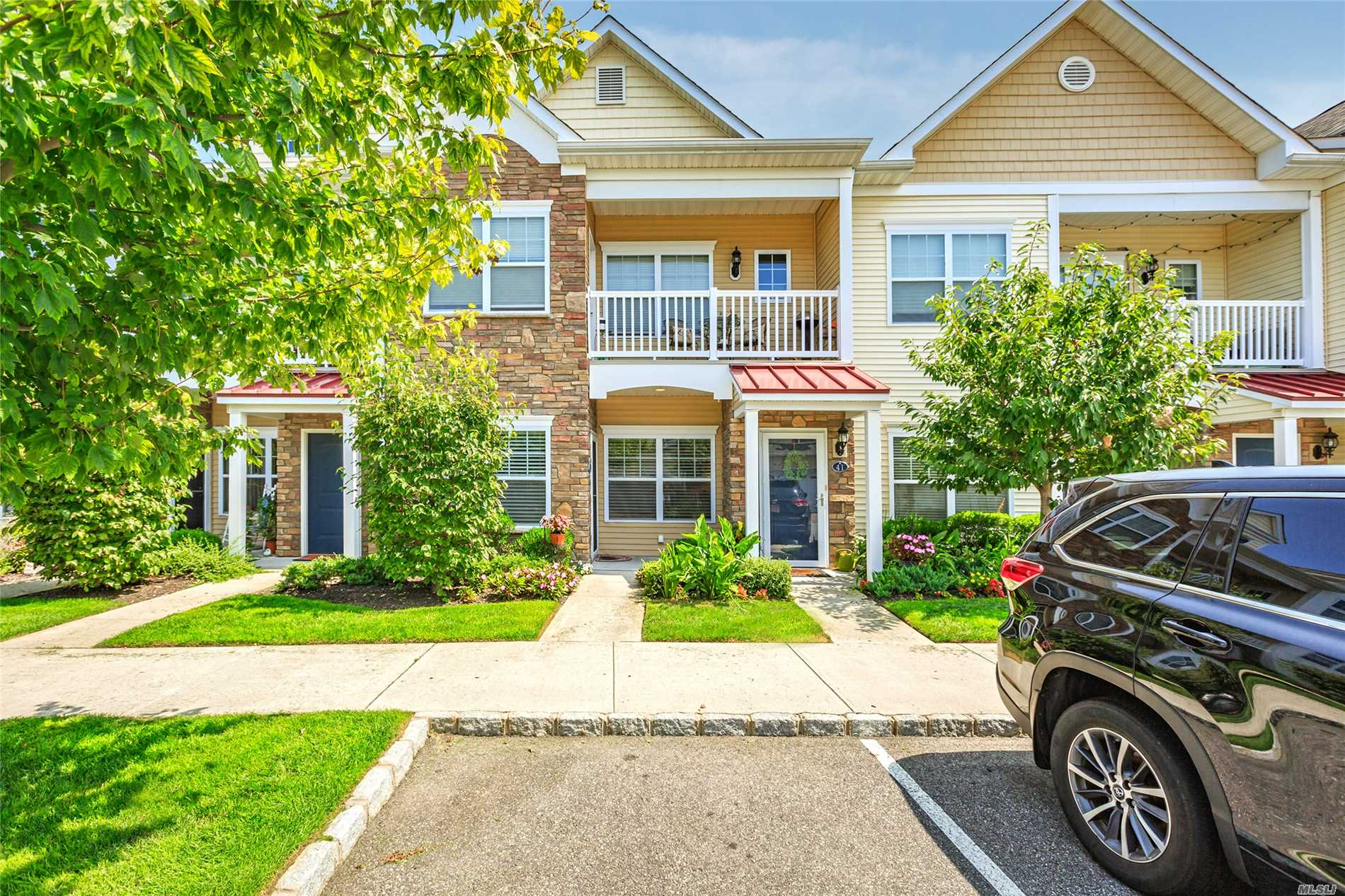 This Beautiful Condo In The Village Includes- New Kitchen, Shower In Mstr Bth, Washer, Microwave, Carpets, Toilets, Faucets, Storm Doors, Ceiling Fans & More. Walk To Train, Ferry, Pool, Tennis, Village Theater & Restaurants.