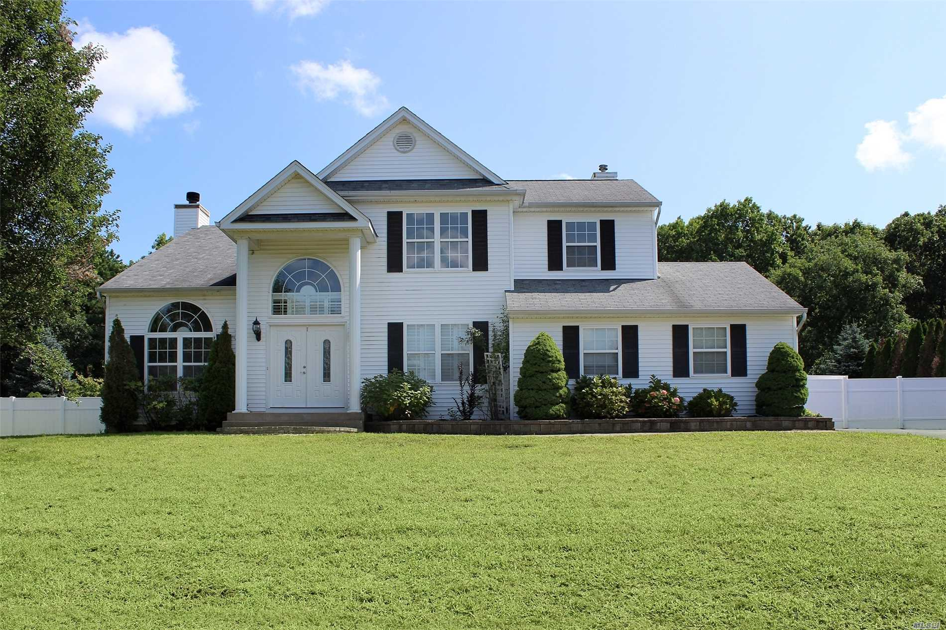 Home Beautifully Redone/Hardwood N Porcelain Floors/Marble Fireplace/Lg Eik W/Center Island/Granite N Stainless Apples/Vaulted Ceilings/Full Finished Name W/Fbth/Mate W/ Fbth N High Ceiling/ 3 Lg Bdrms/Fam Bth/Cac/Igs/ Lg Flat Yard Backs Preserve Lots Of Privacy/Lots Of Space!