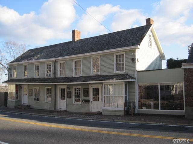 Great Six Units Income Producer In The Heart Of The Roslyn Business District. Busy Main Street In Town Of Roslyn. Surrounded By Aaa Anchors, Jolly Fisherman, Hendricks's Tavern, Chase Bank, Movie Theater.