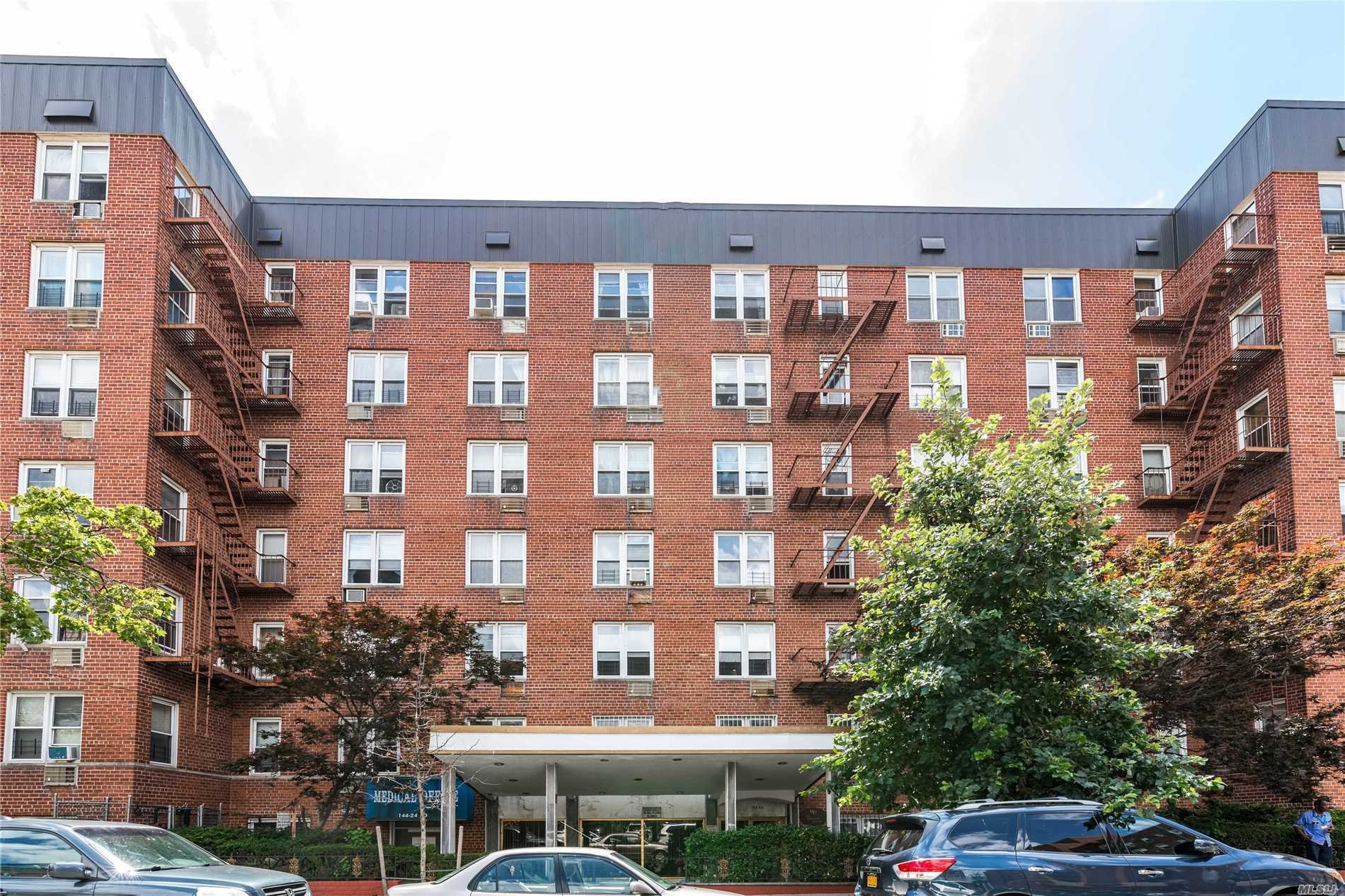 On 1st Fl Of This Elevator-Bldg. 2Br/1Ba Coop N The Heart Of Flushing. Living Room Connected To A Spacious Dining Area. Eff Kitchen. 5 Closets/Storage. Laundry Facilities. Garage Space For 1 Car. Great Location!