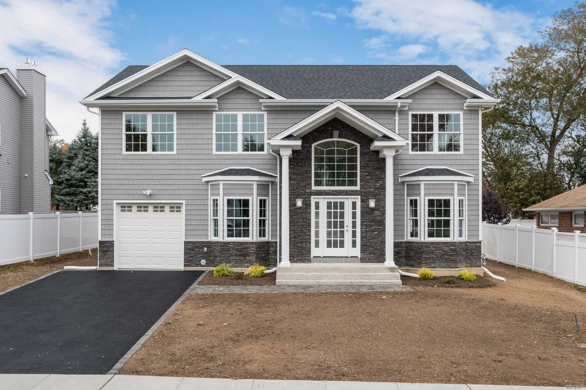 Currently Being Built! June Completion Date! Still Time To Customize!! Beautiful New Construction In Syosset Groves. South Grove Elementary. 5 Bedrooms, 4 1/2 Baths With Hardwood Floors. 9'Ft Basement Ceiling W Outside Entrance. 9' Ft Ceiling On First Fl. 1st Floor-Eat In Kitchen, Living Rm, Formal Dining Rm, 1/2 Bath, Great Rm W/ Gas Fireplace And Bedroom With Full Bath. 2nd Floor- Master Suite W Wic And Spa Bath, 3 Bdrm, 2 Full Baths & Laundry. Photos And Video Shown Are Not Exact.