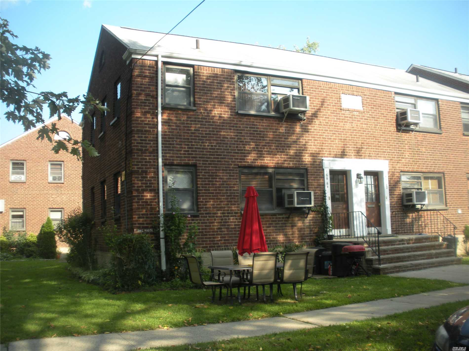 Bright And Spacious One Bedroom Corner Unit On First Floor. Beautiful Hardwood Floors, Freshly Painted, New Kitchen With Stainless Steal Appliances And Granite Counter Tops, Upgraded Bathroom. New Samsung Washer/Dryer In Unit. Basement Storage For Bikes, Etc.