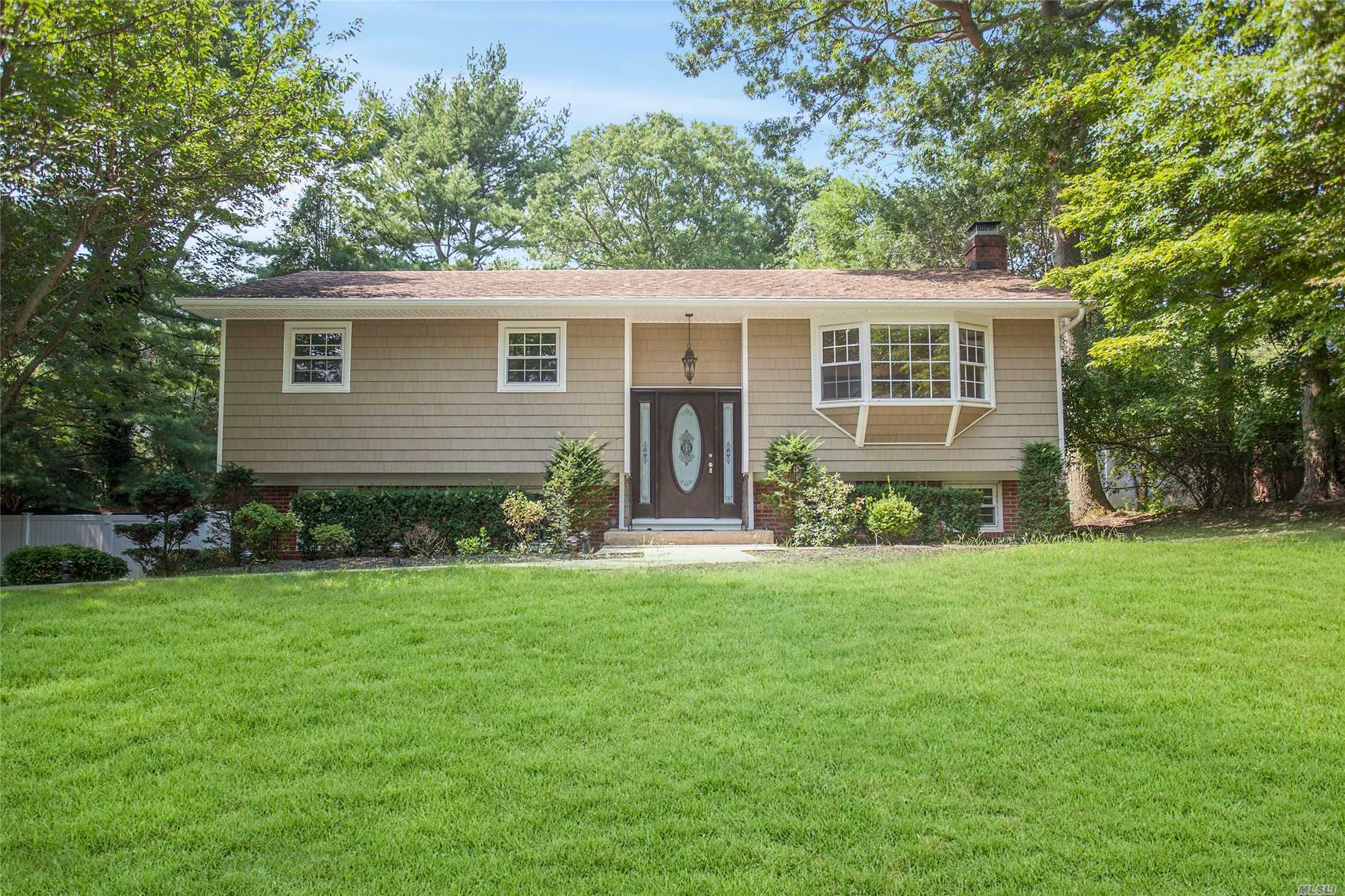 Best Value In Shoreham Estates! Newly Renovated Diamond Hi Ranch. Updates Include But Not Limited To: New Windows, Siding, Kitchen, Bathrooms And Deck. Gleaming Hardwood Floors Throughout. Open Layout & Low Taxes For Swr Schools!