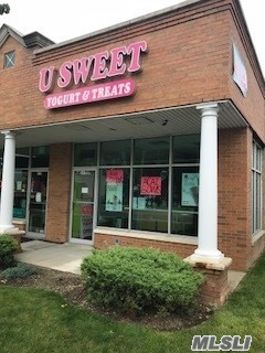 Business Currently In Operation Frozen Yogurt/Candy. High Traffic Area. Store Approx 1037 Sq Feet.