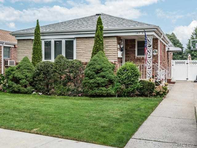 Beautifully Maintained And Updated Ranch In The Heart Of Whitestone. 3 Bdrms, Spacious Living Room, Dining Area, Eik W/ Ss Appliances. Pella Windows/Doors. Fully Finished Basement, Lots Of Closets, Central Ac. Private Driveway. Beautiful Tree Lined Street. This Turnkey Home Won't Last! Excludes Two Light Fixtures