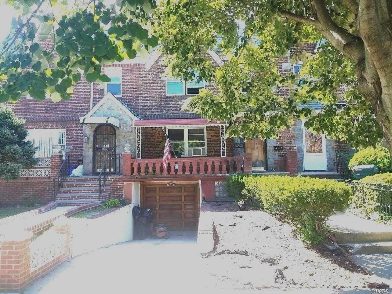 Remarkable 2 Family Home In Glendale With Lot Of Potential. This Home Is Great For 1st Time Buyer And Good Rental. It Features Hardwood Floors Throughout, With 3/2 Bedrooms 3 Baths A Private Backyard And Driveway, Etc. Also Close Proximity To All Amenities.