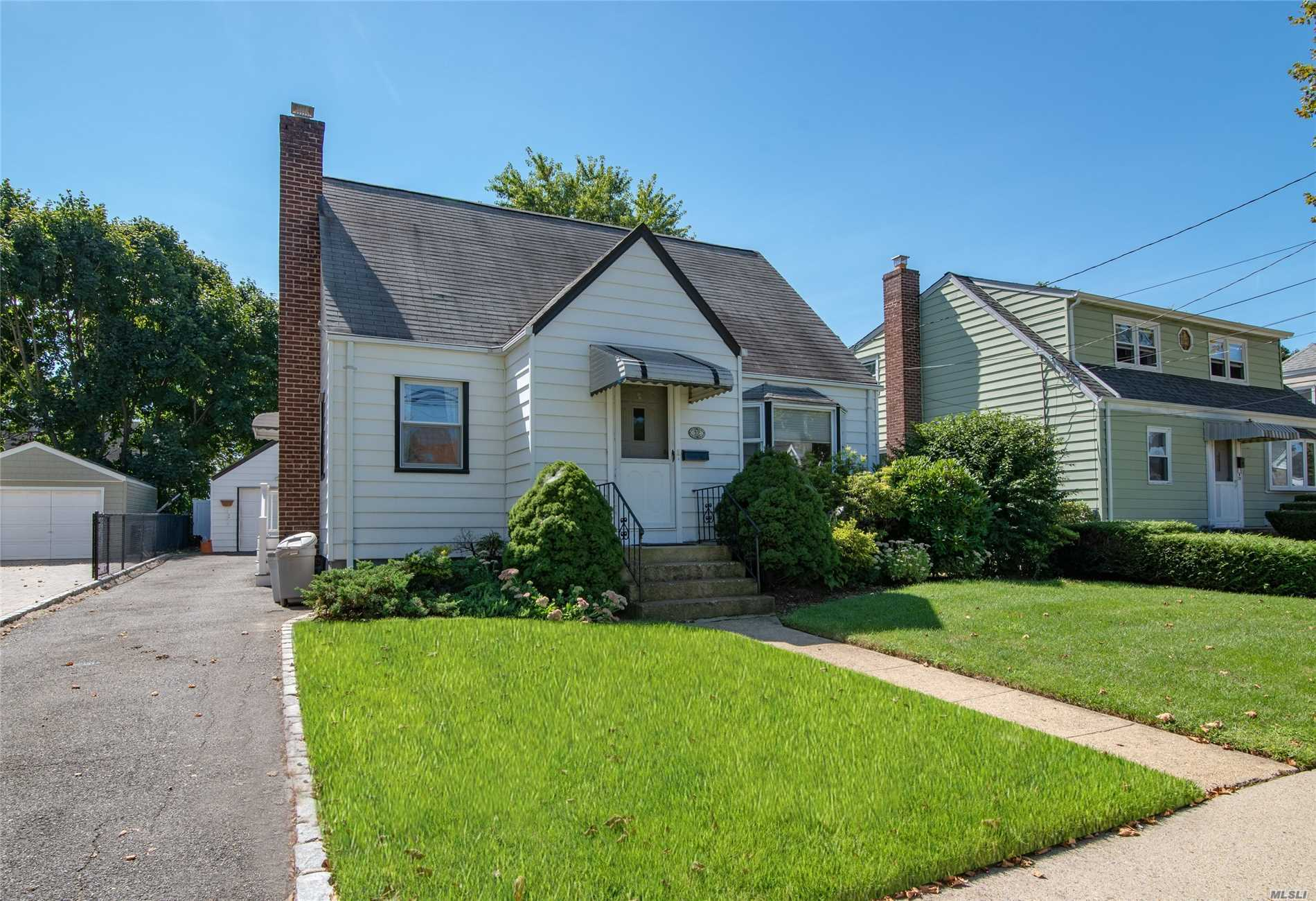 A Must See In Award Winning Herricks School District. Beautifully Maintained Cape With A Well Maintained Lawn. Very Close Proximity To The Lie Making New York City Just A Short Commute Away. A Hidden Gem On A Quiet Tree Lined Street, Perfect For Raising A Family!