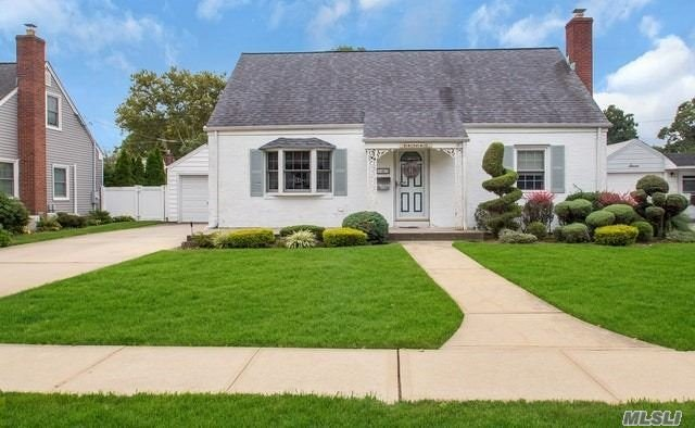 Briarcliff Ext Cape Has Great Curb Appeal. 4Br, On 1st Flr1/2 Rear Dormer Makes 2nd Flr Master W/ Wic. Extended Family Room With Franklin Stove And Sliders To Brick Patio. Hw Flrs,  Professionally Landscaped, Igs, 200 Amp Electric