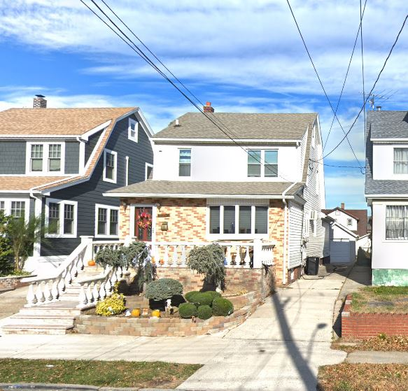 Lovely 2 Bedroom Duplex For Rent In Whitestone Features Living Room, Eat-In-Kitchen And 1 Full Bathroom. Hardwood Flooring Throughout. Heat And Water Included. Ample Street Parking. Close To All Shops And Transportation. A Must See!
