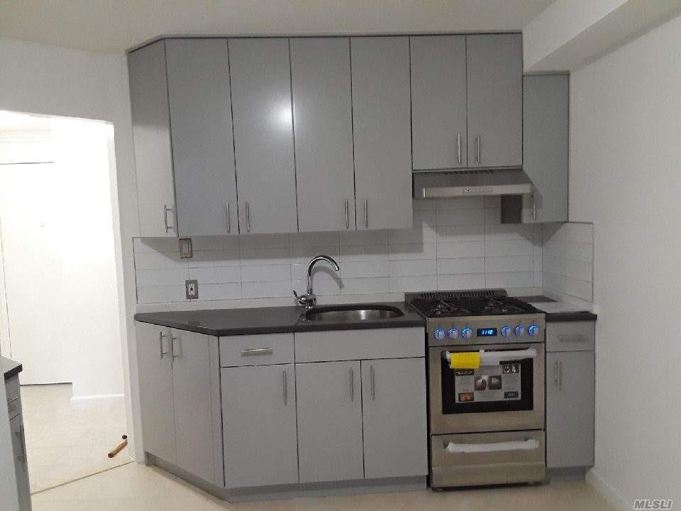 First Floor Small 1 Bedroom Apartment , Small Pet Ok , Close To Transportation And Shopping