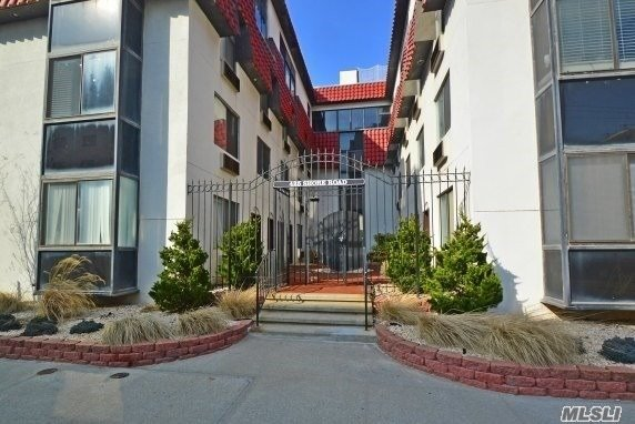Great 2 Bedroom Apt With Parking And Washer/Dryer Right Near The Beach/Boardwalk, Great Location.